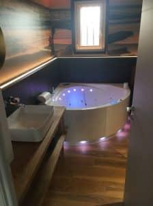 Installation d'une salle de bain haut de gamme.