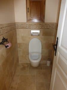 Installation de toilettes dans une villa du Beaujolais